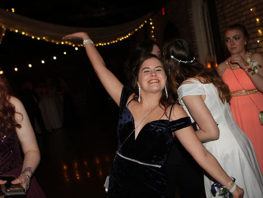 636606029854767549-CHS-Prom-at-Belle-Hollow-49-.JPG