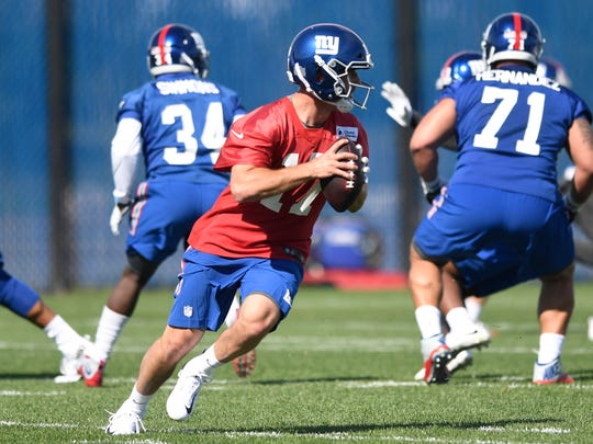 New York Giants quarterback Kyle Lauletta looks for an ope receiver during rookie minicamp in East Rutherford, NJ on Friday, May 11, 2018.