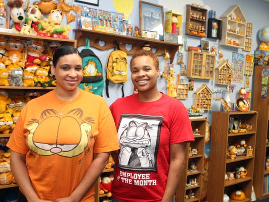 636650231876558092-CeCe-and-Trevonye-Carson-are-surrounded-by-hundreds-of-Garfields-at-their-Fort-Campbell-Boulevard-bakery.JPG