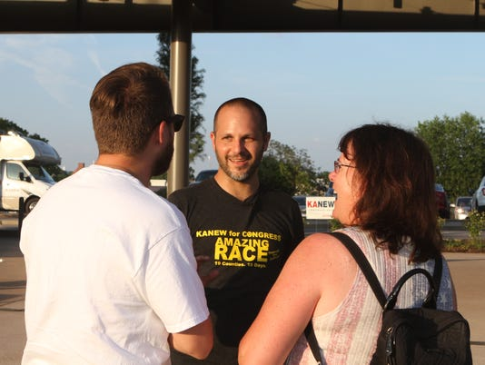 636659537721592646-Justin-Kanew-meets-with-supporters-at-his-event-Amazing-Race-Montgomery-County-39-.JPG