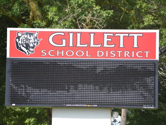 636659538039308938-gillett school district sign