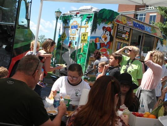 636678707870650872-Food-Truck-Takeover-at-Downtown-Market-63-.JPG