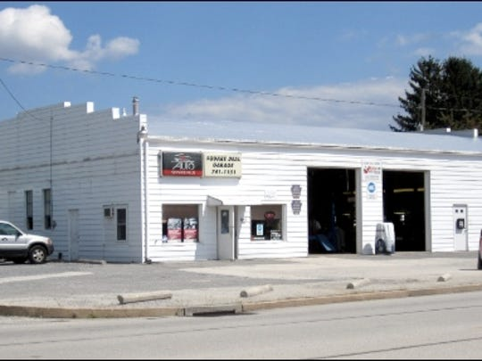 Square Deal Garage, 2181 South Queen Street, York Township, York County, PA (2015 Photo by S. H. Smith)