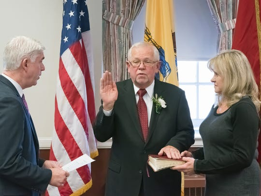 Assemblyman Kevin J. Rooney administering the oath