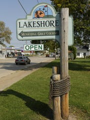 A sign welcomes visitors to Lakeshore Municipal Golf