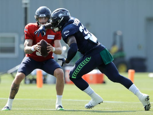 5b1b40b51 Chris Carson is 'steady hustlin' to keep job as Seahawks starting running  back
