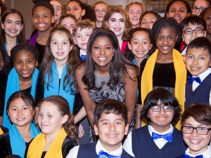 Lori Stokes with the Young People's Chorus of the JCC