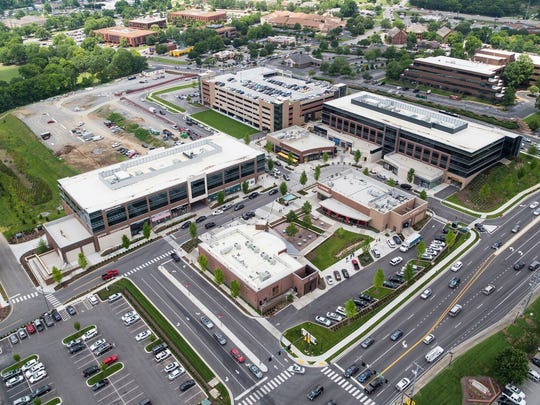 An overhead shot of Hill Center Brentwood's offices, shops and restaurants