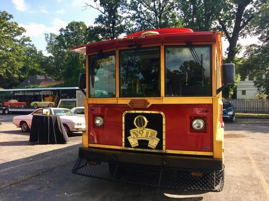 trolley1