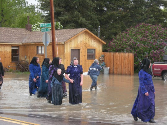 -sun river flooding 2.JPG_20110608.jpg