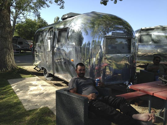 TRAVEL_UST-AIRSTREAM_1_SA.jpg