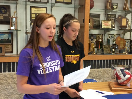 she s Howards Volleyball players signings1113_gck-02.JPG