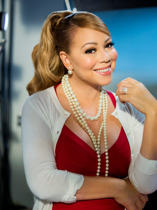 A Christmas Melody.Mariah Carey Carries A Christmas Melody