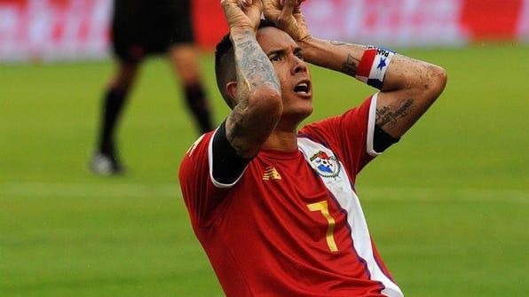 Blas Pérez de Panamá celebra su anotación ante Bolivia hoy, lunes 6 de junio de 2016, en el juego por la Copa América Centenario 2016, en el estadio Camping World de Orlando (Fl, EE.UU.).