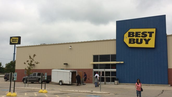Best Buy announced Monday it will close the company's Fond du Lac location 335 N Pioneer Rd. when the building's lease expires Oct. 31.