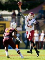 Washington State quarterback Luke Falk passes as ASU