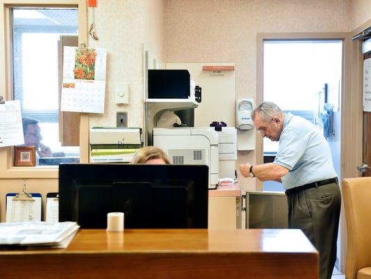 1-YDR-CD-031816-hospital-volunteer