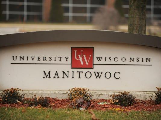 UW Manitowoc sign 2