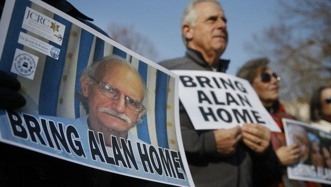 Alan Gross' supporters  protest across from the White House last year.