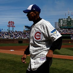 Ernie Banks walks off the field before a baseball game between the Cubs and Diamondbacks at Wrigley Field in 2014.