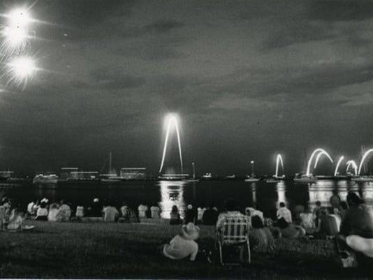 fireworks_1985_20646087_ver1.0_640_480.jpg