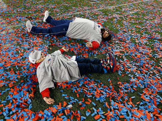 epa06462503 New England Patriots defensive coordinator Matt Patricia (T) and one of his two sons make angels in the confetti as they celebrate after defeating the Jacksonville Jaguars in the AFC Championship game at Gillette Stadium in Foxborough, Massachusetts, USA, 21 January 2018.  The Patriots will go on to face either the Philadelphia Eagles or the Minnesota Vikings in Super Bowl XLII in Minneapolis, Minnesota on 04 February 2018.  EPA-EFE/CJ GUNTHER ORG XMIT: MCX08