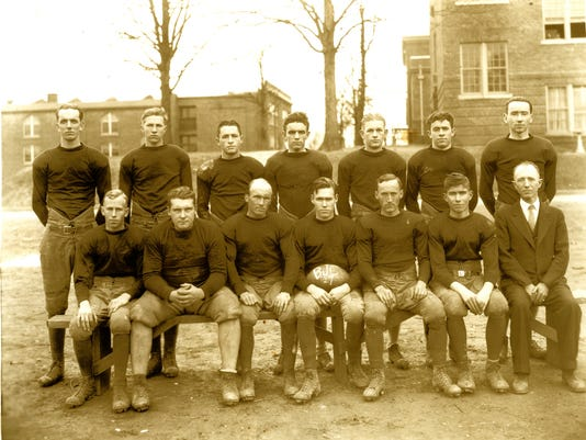 Buncombe-Junior-College-football-team-1927---2200px.jpg