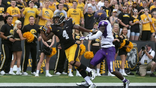 Iowa receiver Tevaun Smith concentrates on the ball as he pulls down a one-handed touchdown grab against Northern Iowa last season. Smith caught 41 balls one-handed in a minute on Friday in response to Odell Beckham Jr.'s world-record stunt on Thursday.