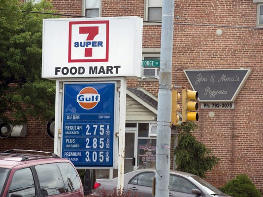 New Salem's Super 7 owner says he will remove the signs, after 7-Eleven filed suit saying he was using its logo without permission.