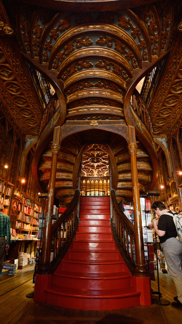 Lello Bookstore in Porto, the most amazing bookstore