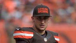 Cleveland Browns quarterback Johnny Manziel (2) reacts