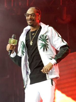 800015144.jpg LOS ANGELES, CA - JUNE 22:  Recording artist Snoop Dogg performs onstage at night one of the 2017 BET Experience STAPLES Center Concert, sponsored by Hulu, at Staples Center on June 22, 2017 in Los Angeles, California.  (Photo by Bennett Raglin/Getty Images for BET)