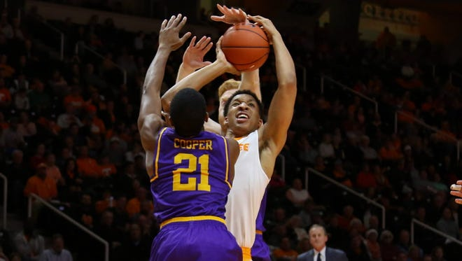 Tennessee forward Grant Williams (2) goes to the basket against Lipscomb guard Kenny Cooper (21).