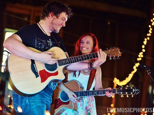 Nashville duo Danika Holmes and Jeb Hart will play a Mother's Day show at Isis Music Hall's lounge.