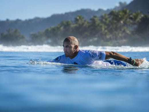 Kelly Slater paddling at the 2017 Pipe Masters in Oahu.