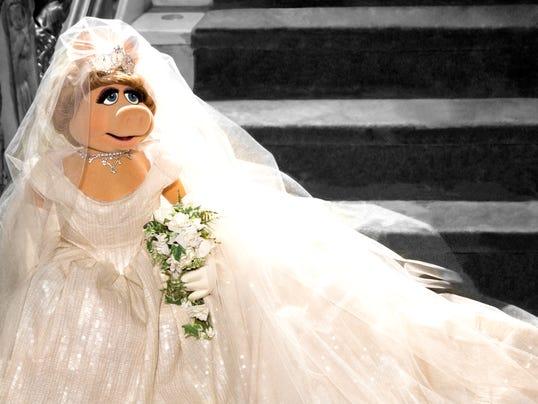 Miss Piggy wedding dresss