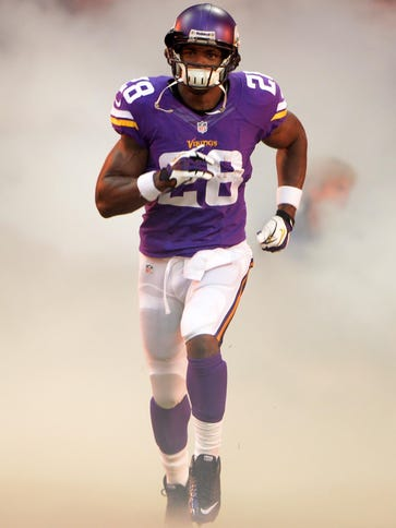 Minnesota Vikings running back Adrian Peterson (28)