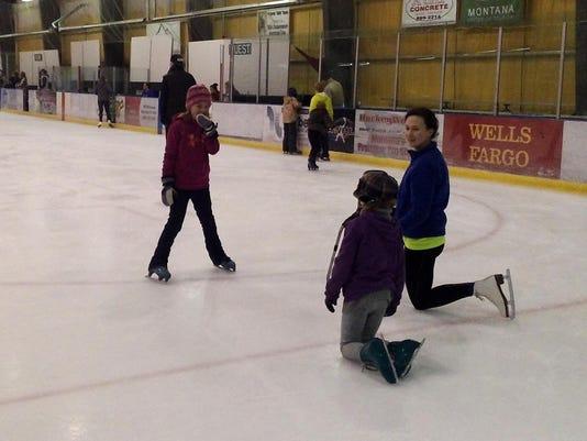 -1 skating.jpg_20141109.jpg