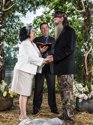 Alan Robertson conducts the service for Phil and Kay in the Season 4 opener of 'Duck Dynasty.'