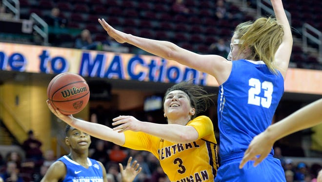 Central Michigan's Presley Hudson, center, drives to the basket between Buffalo's Joanna Smith, left, and Mirte Scheper in the fourth quarter of Buffalo's win in the MAC tournament final Saturday in Cleveland.