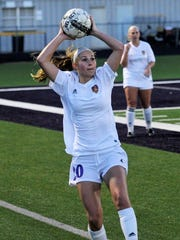 Wylie's Jacqueline Williams (20) throws the ball in