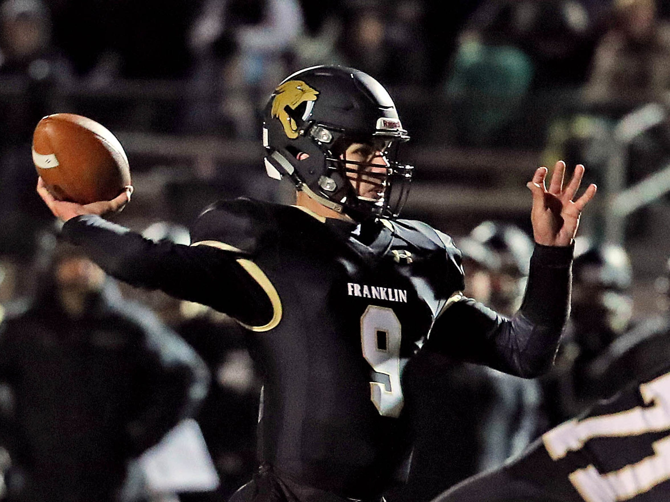 Franklin quarterback Max Alba completes a touchdown pass to Elliot Harris during their playoff game at Franklin on Friday.