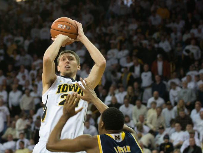 Jarrod Uthoff shoots over Michigan's Zak Irvin during