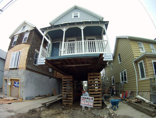 Sandy recovery poll 041614