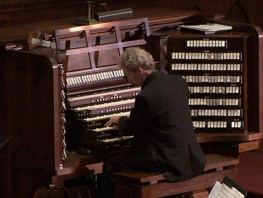 Gordon Turk performs on the Great Auditorium pipe organ