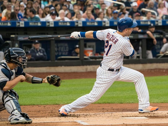 New York Mets third baseman Todd Frazier (21) hits