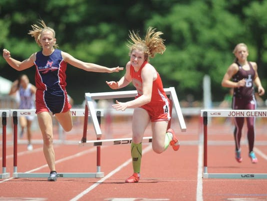 zan 0601 girls track 001.JPG