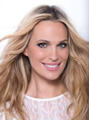 Molly Sims of Murray Kentucky is a supermodel and actress who offers some quick holiday hostess gift ideas and recipes.