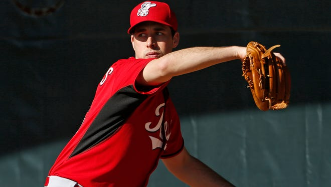 Reds pitcher Jeff Francis throws.