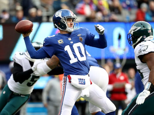 Eli Manning of the New York Giants looks to throw a pass against the Philadelphia Eagles during the first quarter in the game at MetLife Stadium on December 17, 2017 in East Rutherford, New Jersey. (Photo by Elsa/Getty Images)